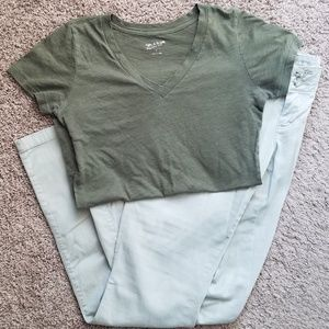 Arizona Jean Company V-Neck T-shirt Green {Medium}